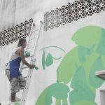 Artista finaliza painel na Praça da Cultura neste sábado