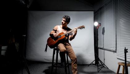 Cantor Rafael Salvador lança CD no Teatro Bruno Nitz neste sábado