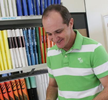 Secretário de Administração visita Biblioteca Municipal e Arquivo Histórico