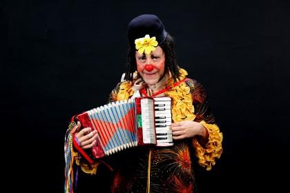 """Hoje """"Clov's, o Internacionável"""" se apresenta no Teatro Bruno Nitz"""
