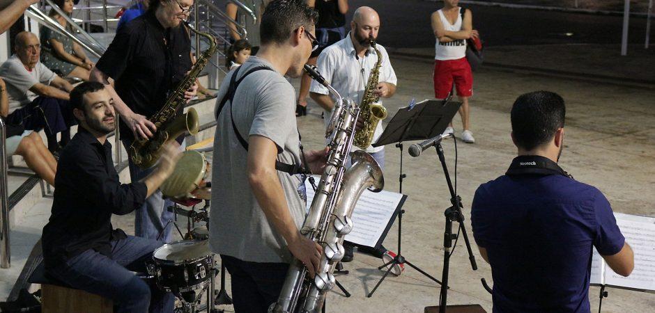 Percusax na Rua muda a rotina urbana de Balneário Camboriú