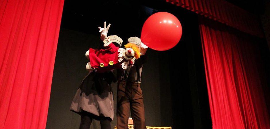 """Espetáculo """"Clownti"""" é apresentado no Teatro Bruno Nitz"""