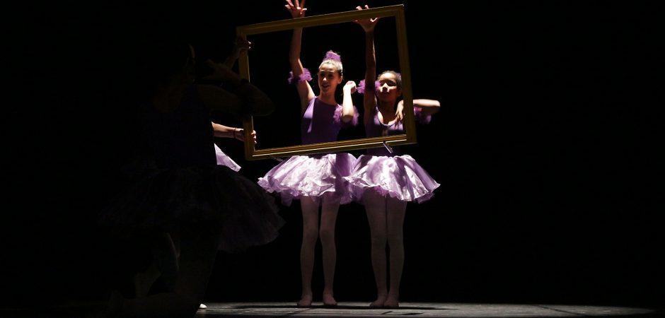 Apresentações de grupos locais e aulas gratuitas marcaram o Dia da Dança