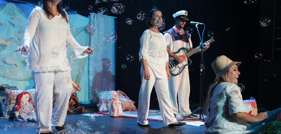 Espetáculo infantil é apresentado no Teatro Bruno Nitz
