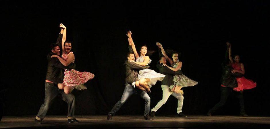 """Última apresentação do espetáculo de dança """"O Mundo no Salão"""" será neste sábado (11) no Teatro Bruno Nitz"""