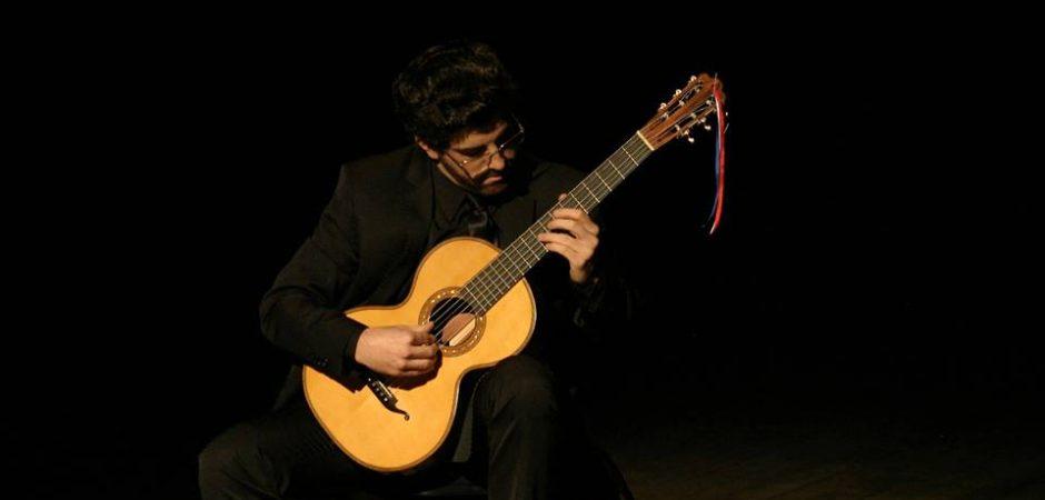 Teatro Bruno Nitz terá recital de violão nesta sexta-feira (14)
