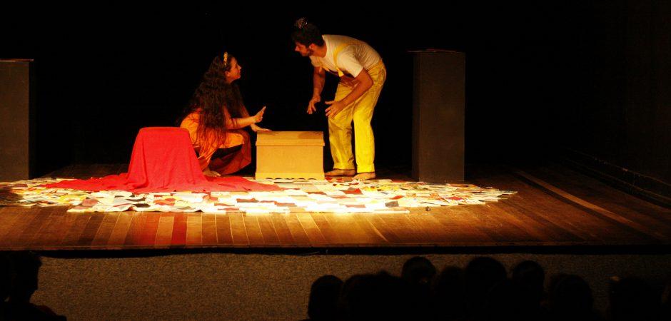 """Peça """"O Baú do Tesouro"""" será apresentada neste domingo (16) no Teatro Bruno Nitz"""