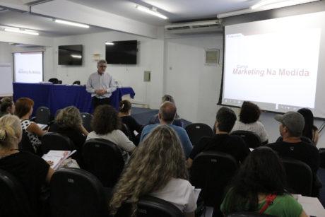 Curso de marketing é oferecido a empreendedores criativos em Balneário Camboriú