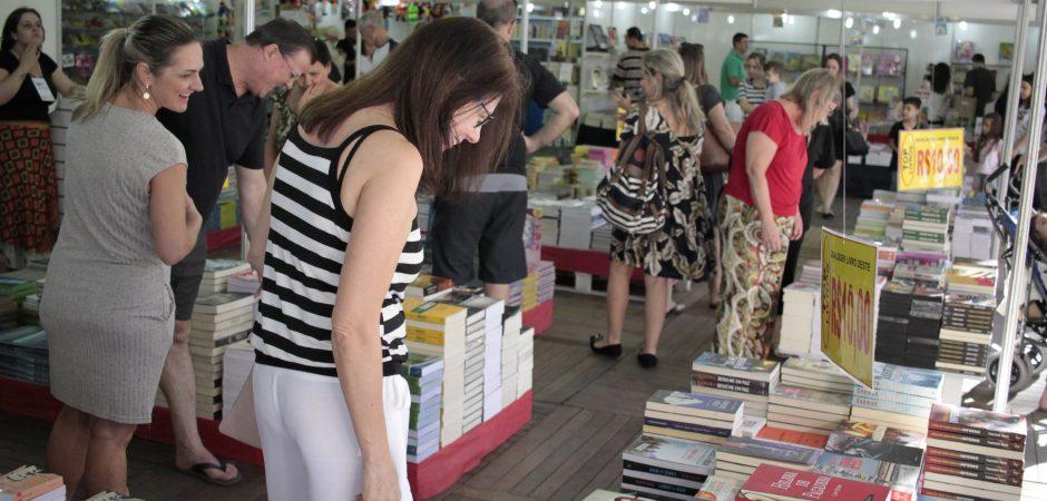 Feira do Livro de Balneário Camboriú encerra-se na terça (15)