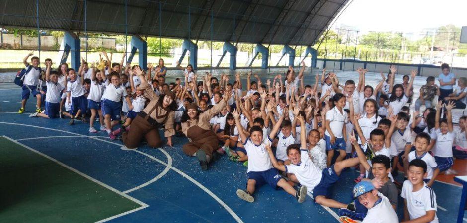 """Espetáculo """"Som na Caixa"""" foi apresentado em escolas municipais de Balneário Camboriú"""