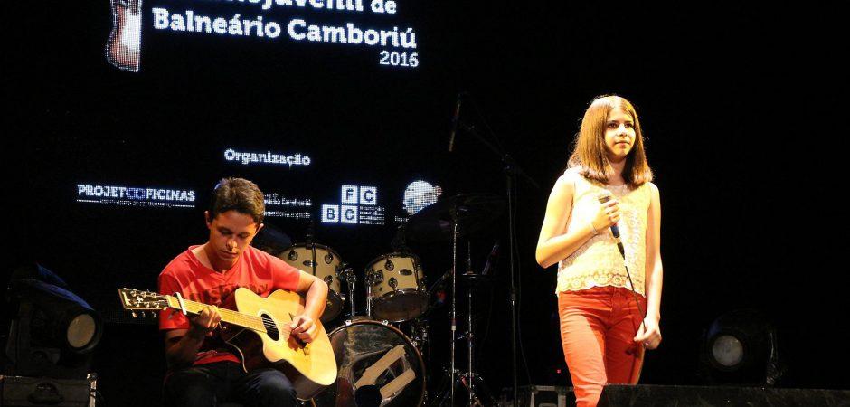 Festival da Canção Infantojuvenil classifica 10 na primeira noite