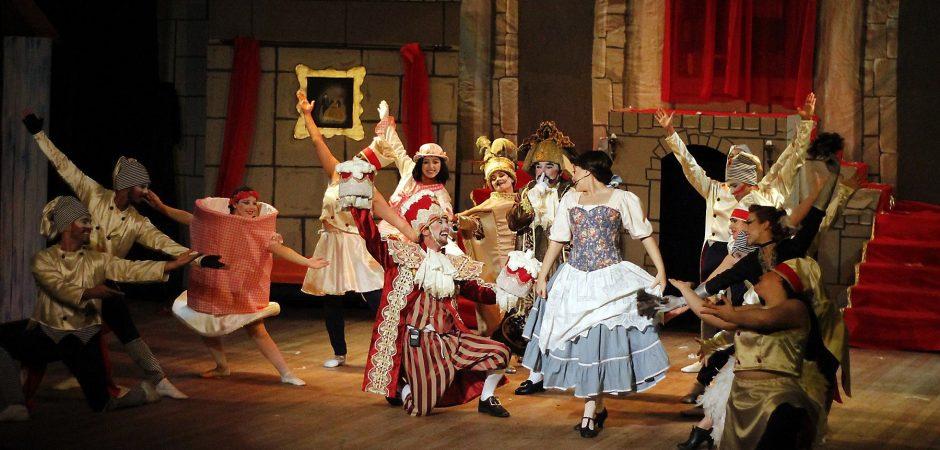 """Neste domingo tem """"A Bela e a Fera, O Musical"""" no Teatro Bruno Nitz"""