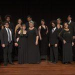 Teatro Municipal Bruno Nitz recebe espetáculo de coro nesta quarta-feira (29)