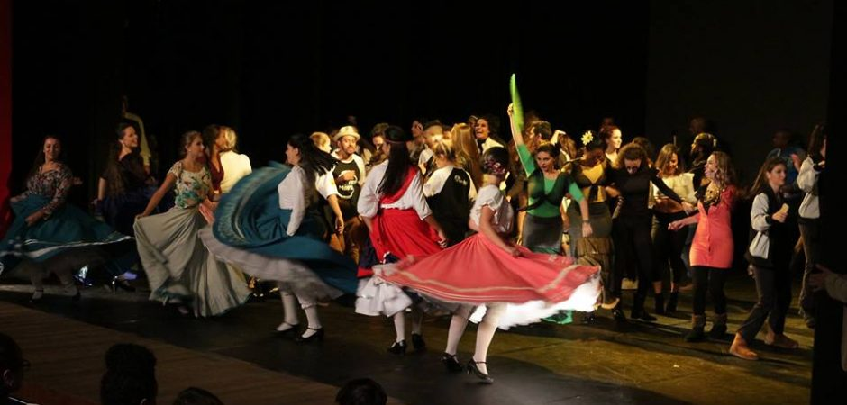 Teatro Municipal Bruno Nitz terá dança e peças teatrais neste final de semana