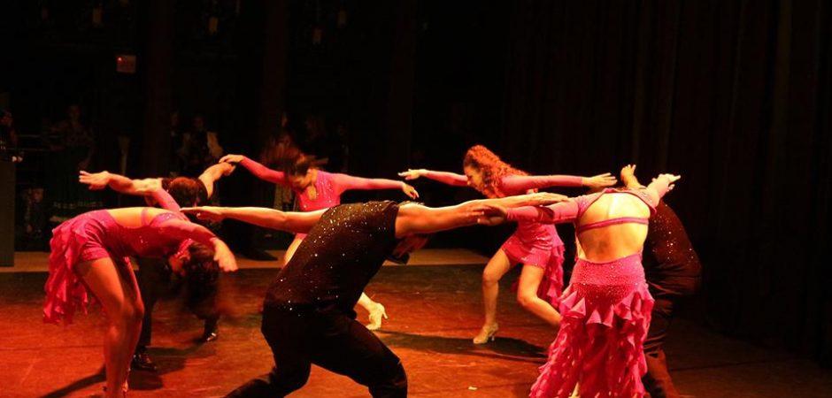 Sábado tem oficinas e mostra de dança no Teatro Municipal Bruno Nitz