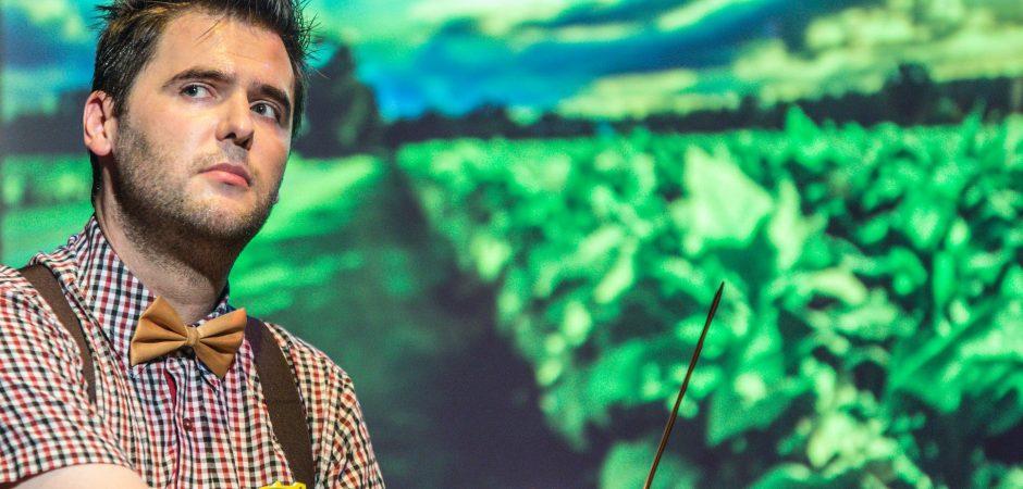 """Teatro Bruno Nitz recebe comédia """"O Homem de Agrolândia"""" neste sábado"""