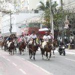 Cavalgada Farroupilha reúne mais de 100 cavalarianos em Balneário Camboriú