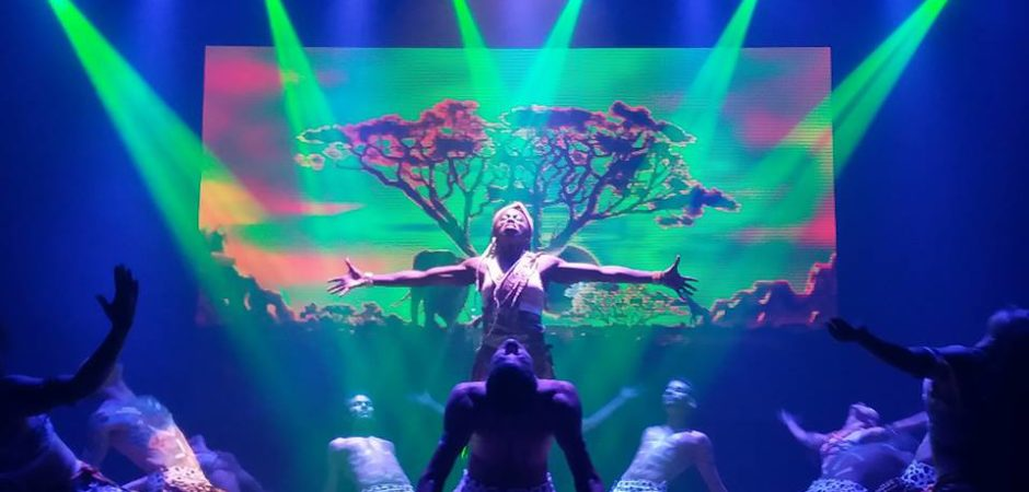 "Teatro Bruno Nitz recebe espetáculo ""Summer Show"" nesta terça-feira"