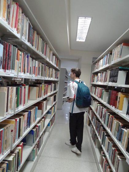 Mais de 300 livros foram retirados na primeira semana de reabertura da Biblioteca