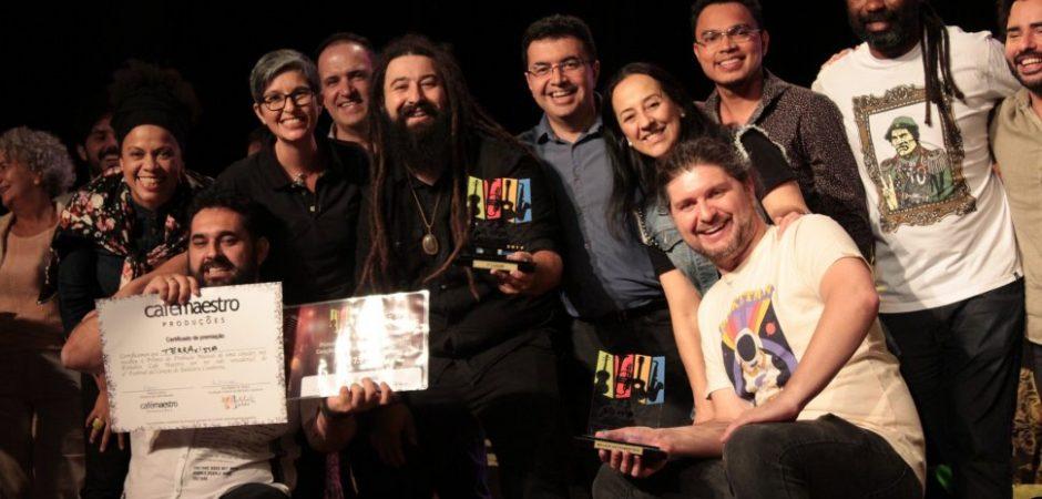"""Banda TerraÀvista com """"Caçador de Níquel"""" vence Festival da Canção de Balneário Camboriú"""