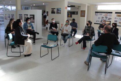 Autor de livro sobre Balneário Camboriú participa de formação com professores